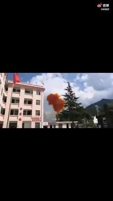 Mảnh vỡ tên lửa Trung Quốc suýt rơi trúng trường học