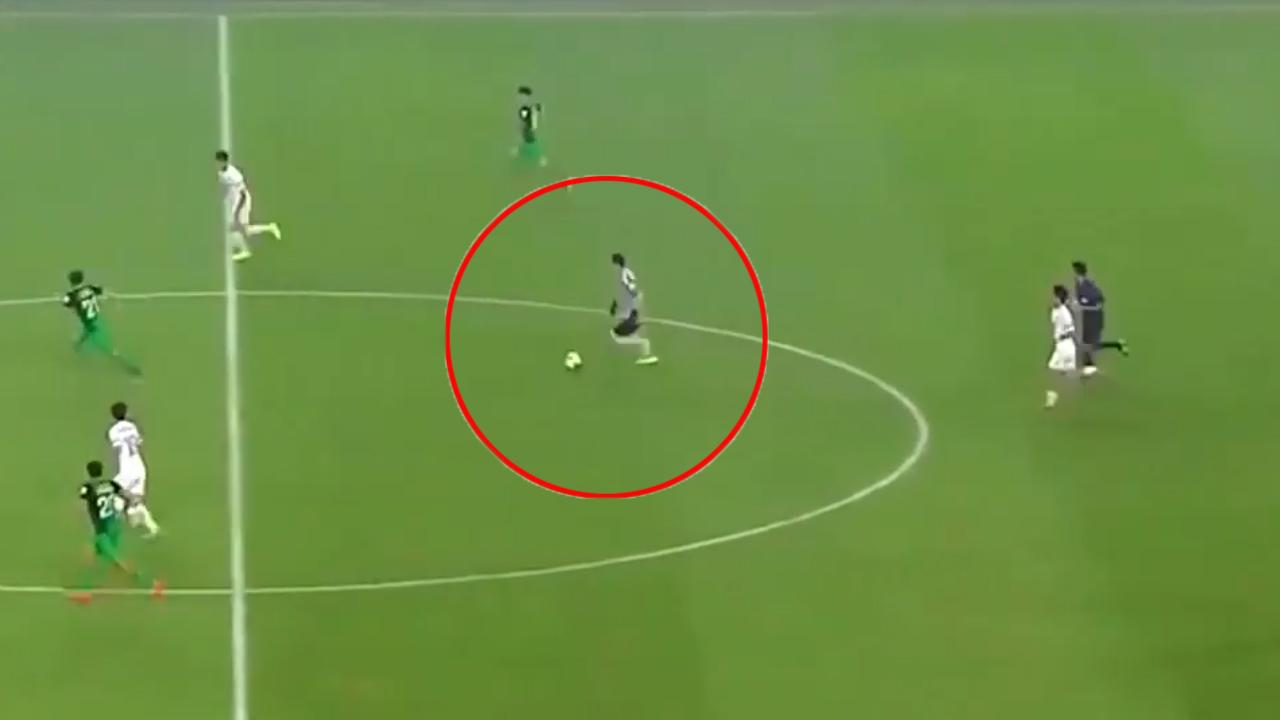 Thủ môn Trung Quốc tấu hài khi nghĩ mình là Messi