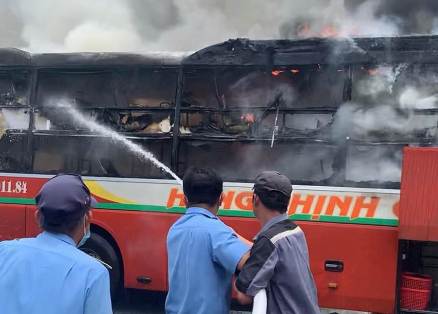 Cháy ôtô giường nằm trong Bến xe miền Đông