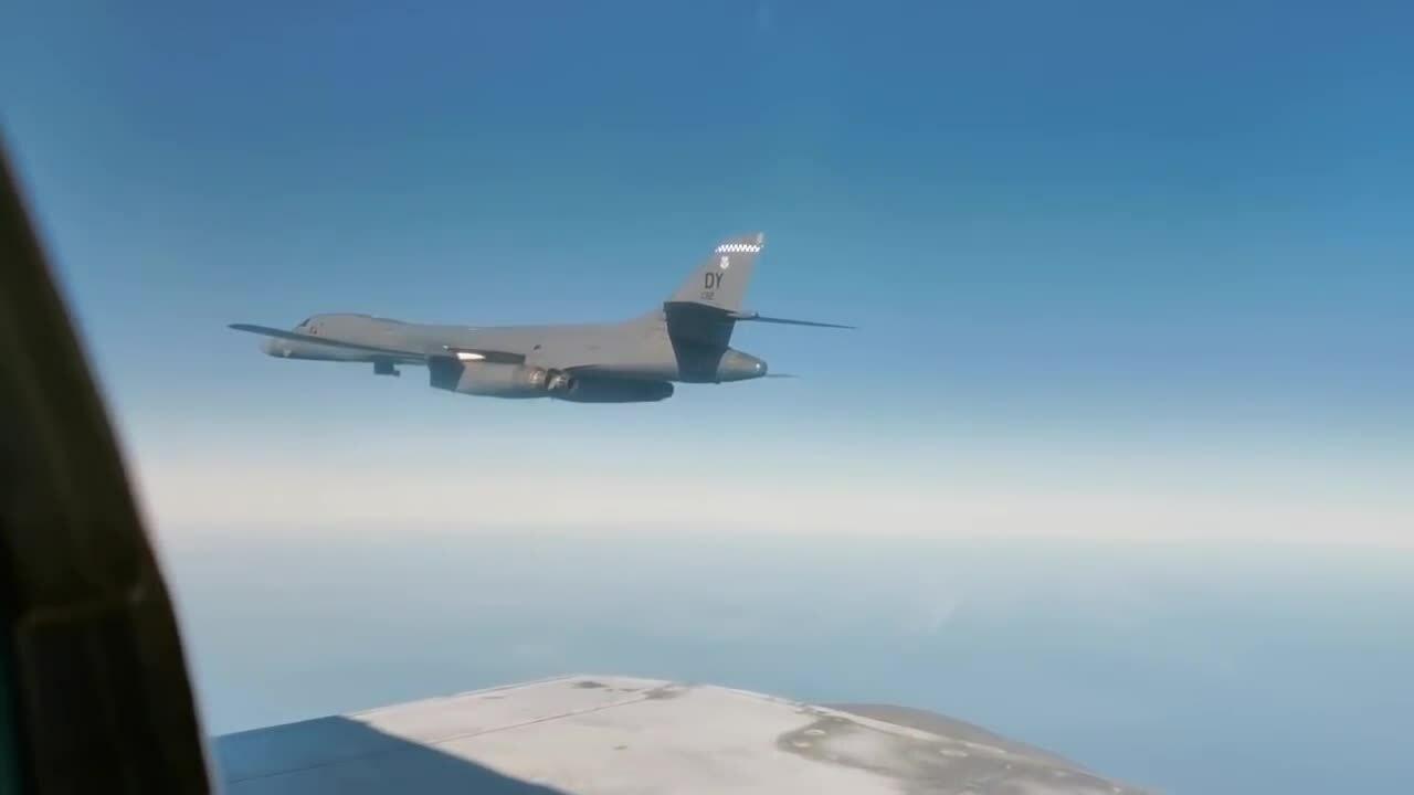 Tiêm kích MiG-31, Su-35S Nga kẹp sườn oanh tạc cơ Mỹ