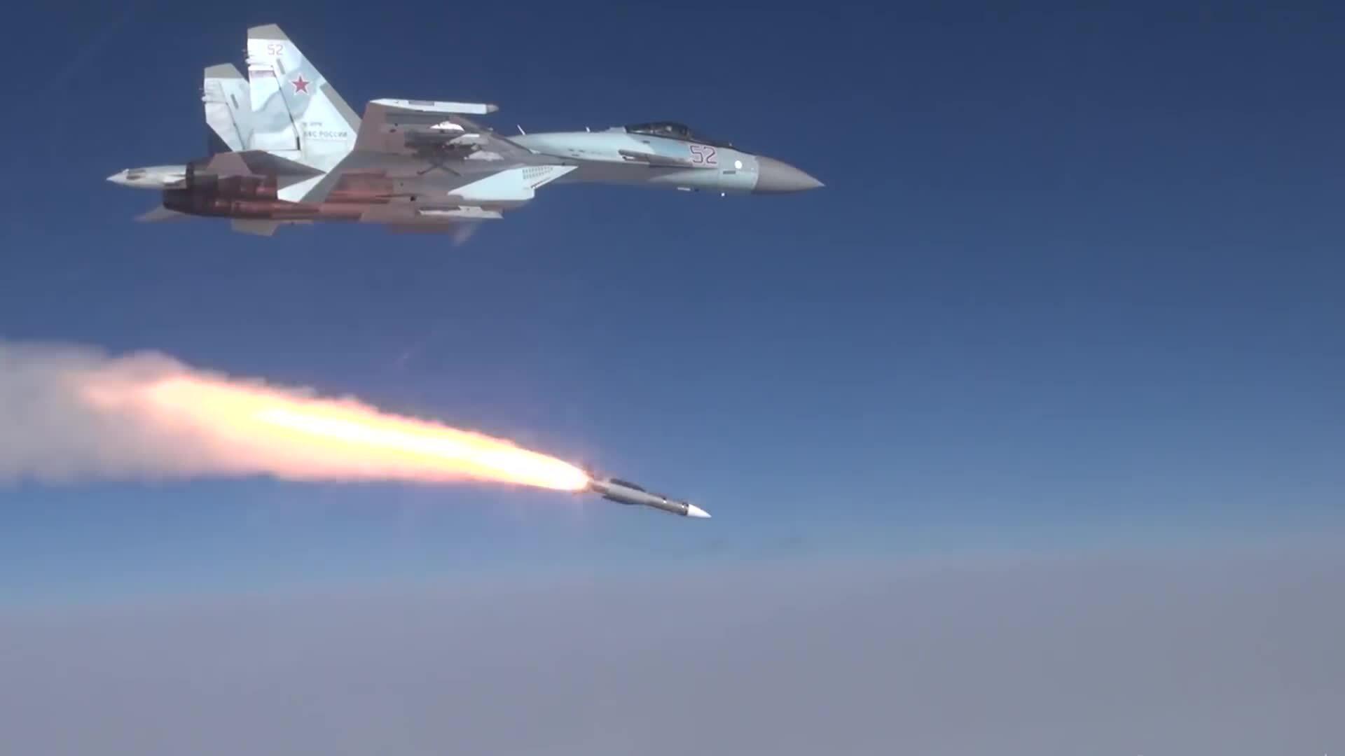 Su-35S Nga thử tên lửa đối không tầm bắn 300 km