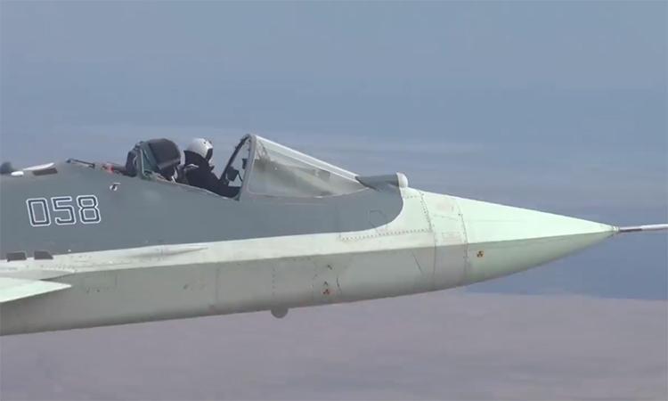 Lý do phi công Nga bay 'Su-57 mui trần'