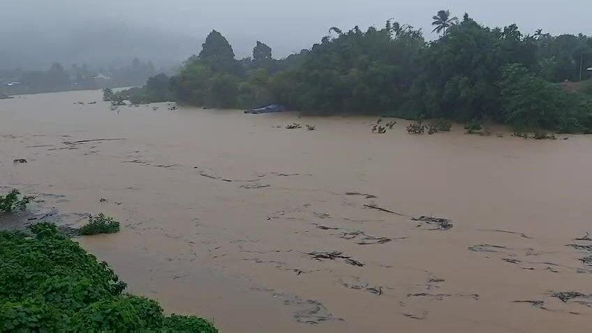 Nước lũ ở Thừa Thiên Huế lên nhanh