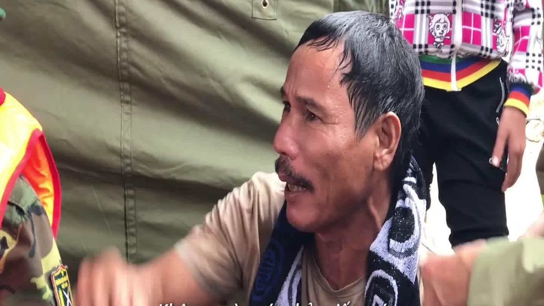 Ngư dân kể lại phút bị nước cuốn khi ra cứu thuyền viên