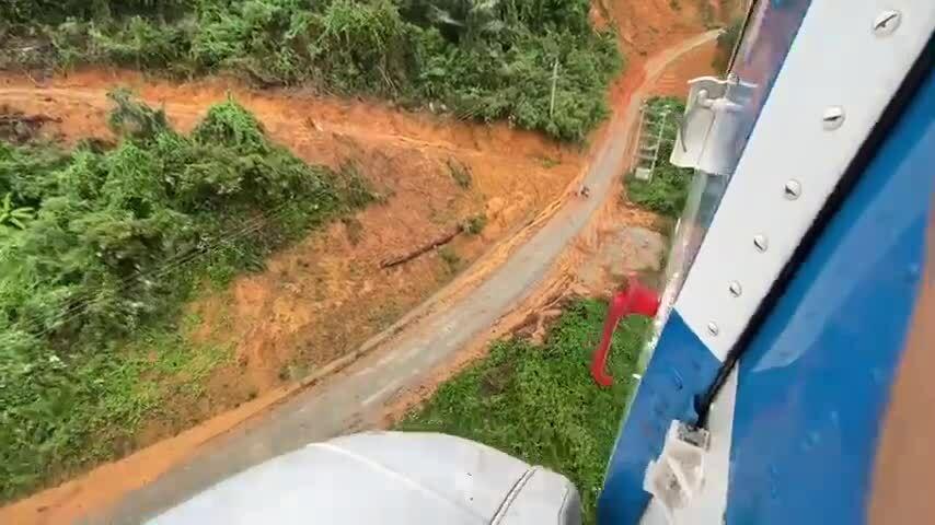 Trực thăng tiếp tế hàng hoá, cứu trợ ở thủy điện Rào Trăng