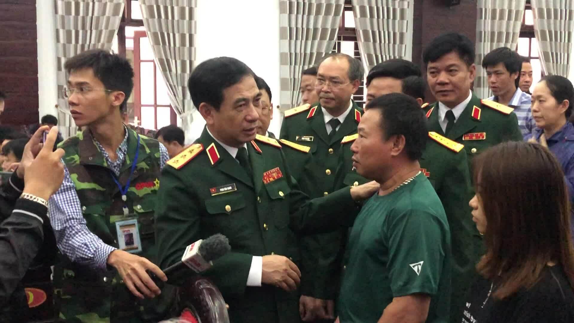Clip tướng Giang gặp mặt gđ 13 liệt sĩ