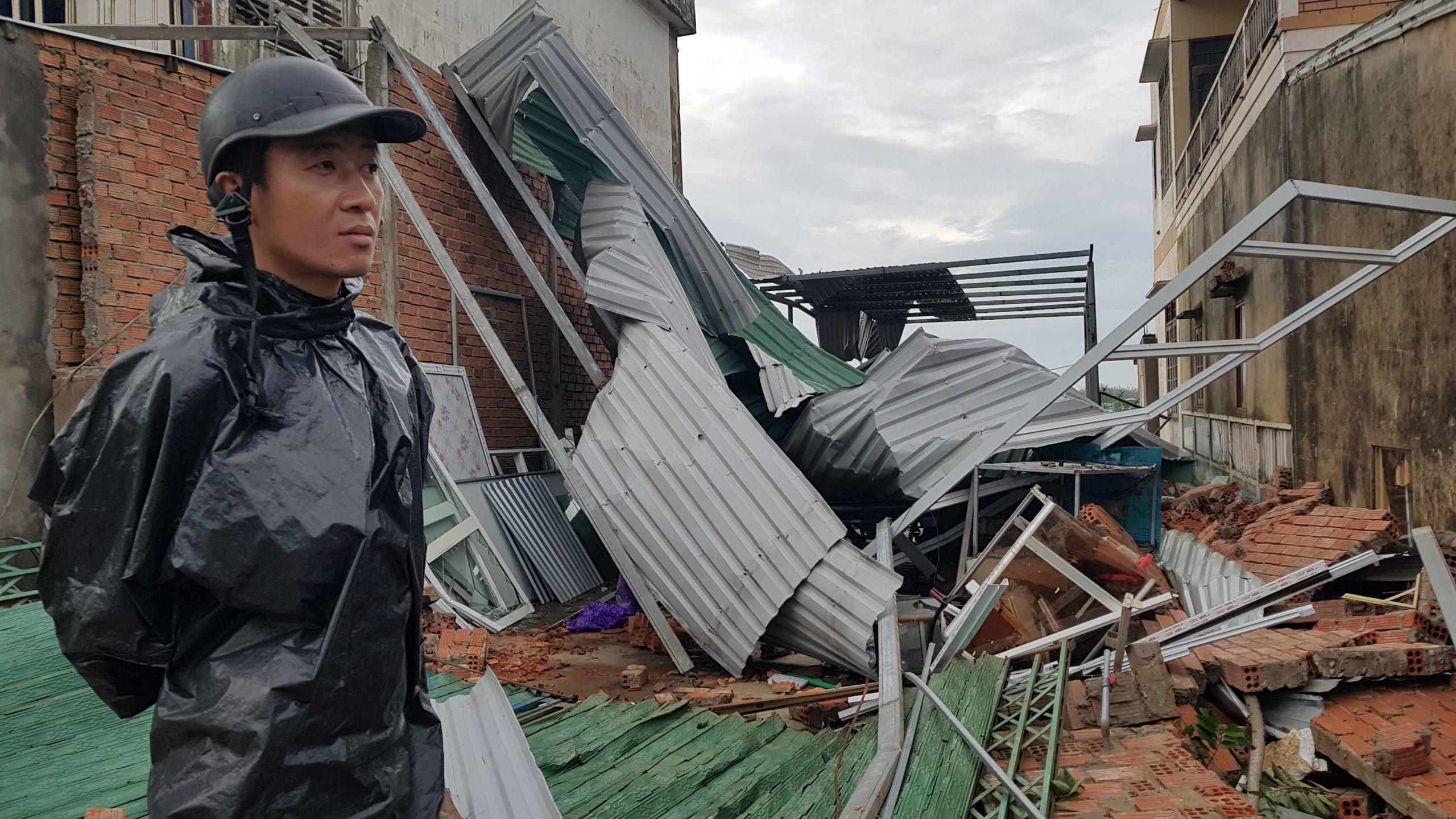 Đảo Lý Sơn tan hoang sau bão