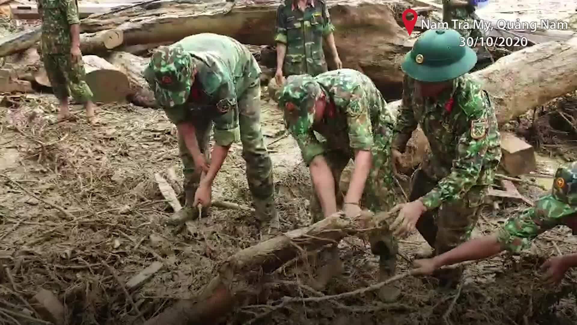 500 người tìm kiếm nạn nhân Trà Leng