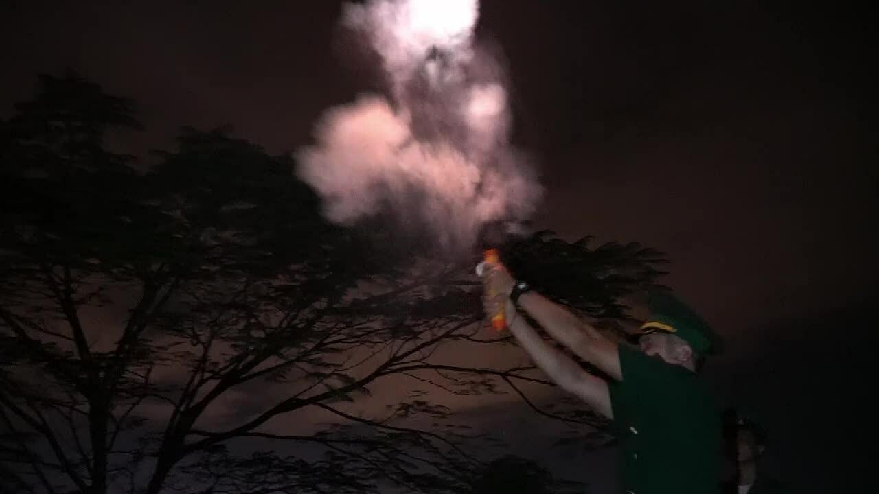 Đồng loạt bắn pháo hiệu báo bão Etau