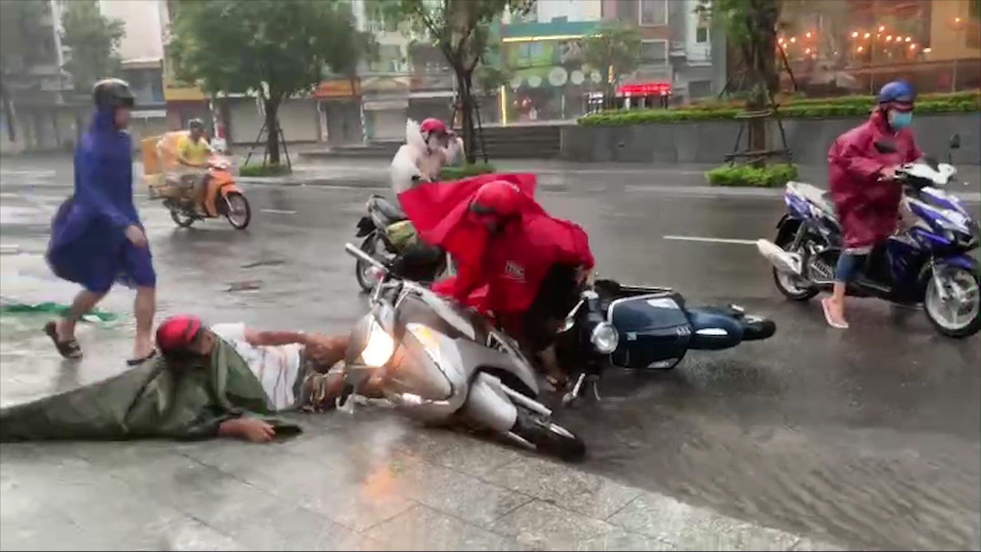 Bão Etau đổ bộ vào Nha Trang