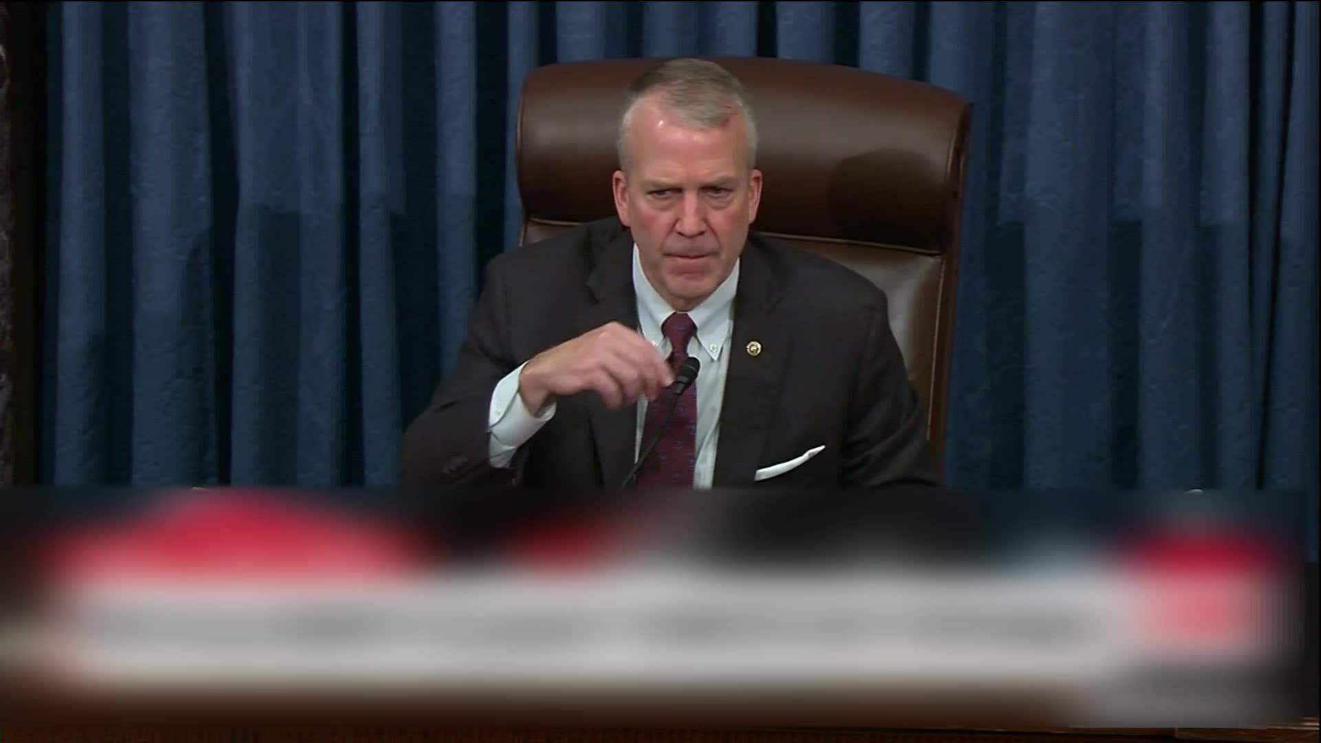 Thượng nghị sĩ Mỹ khẩu chiến vì khẩu trang