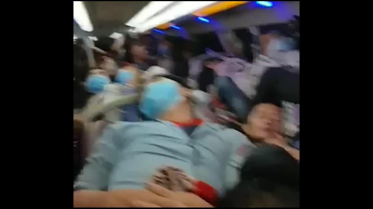 Ôtô khách nhồi nhét 92 người