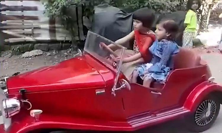 Bố làm xe cổ cho con gái
