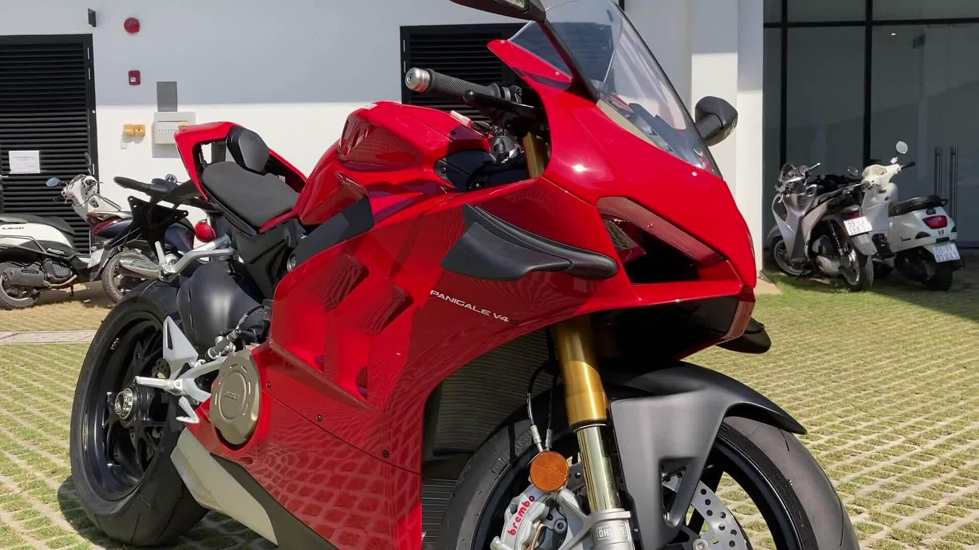 Ducati Panigale V4S 2020 đầu tiên về Việt Nam