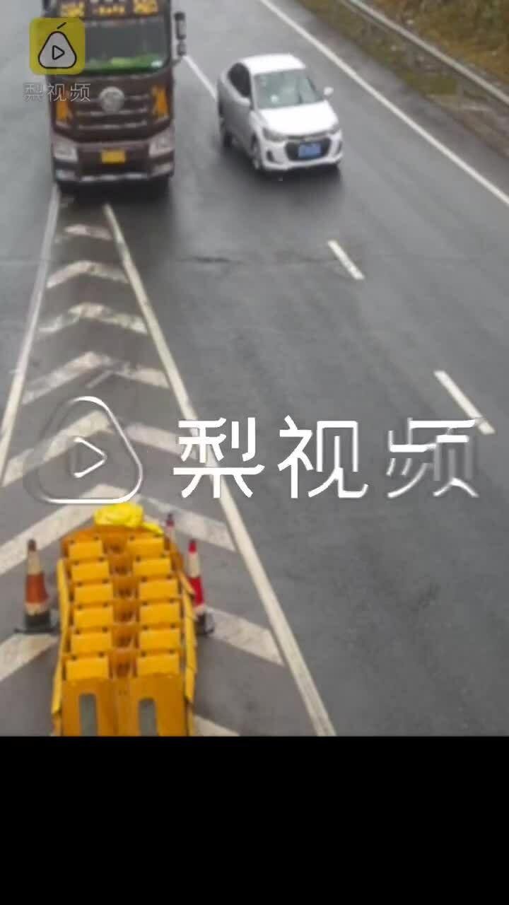Nữ tài xế chạy ẩu suýt làm lật xe tải