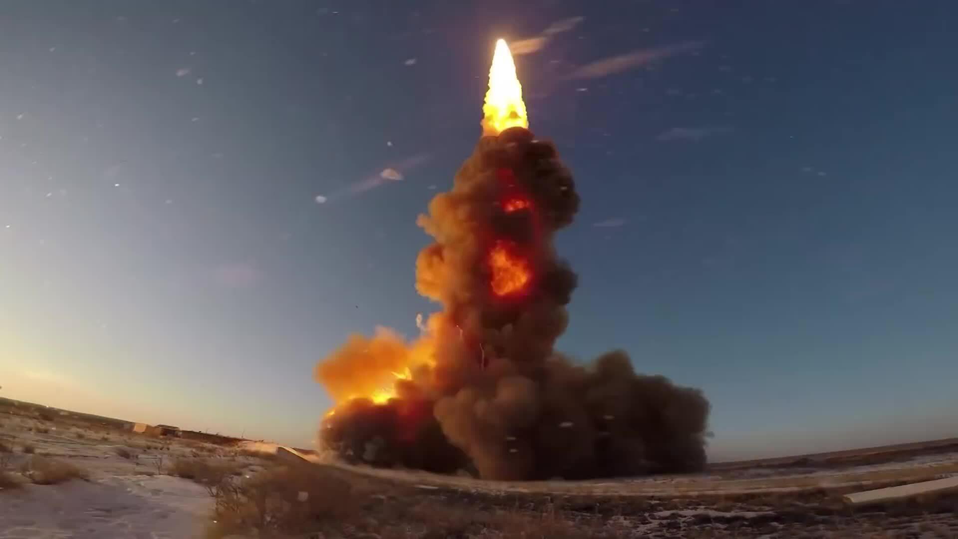 Khoảnh khắc lá chắn tên lửa Nga khai hỏa diệt mục tiêu