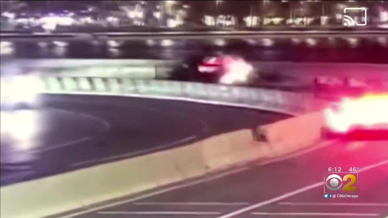 Siêu xe Ferrari bốc cháy do mất lái khi vào cua gấp