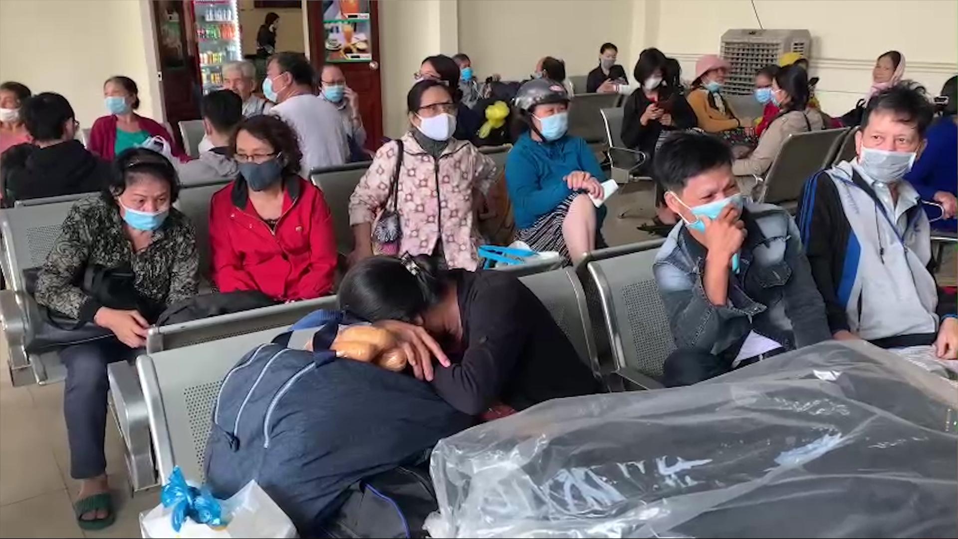 Hành khách vạ vật ở ga Nha Trang