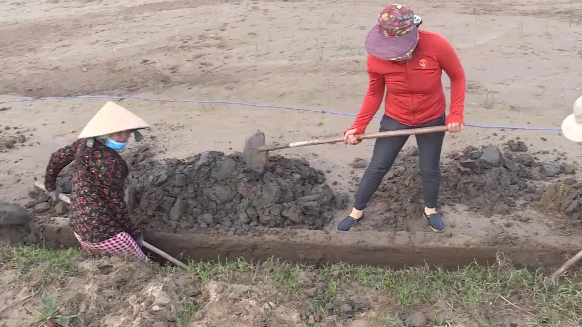 Ruộng nương bị vùi lấp sau lũ