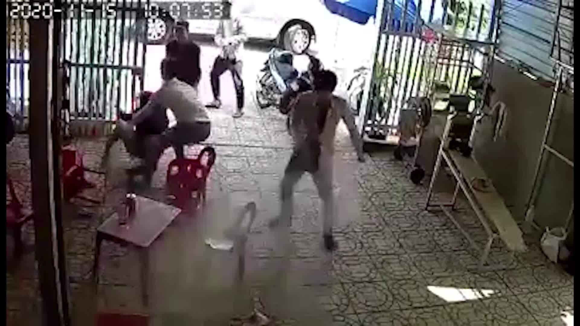 Đâm chết người khi giải cứu vợ khỏi nhóm 'bắt cóc'