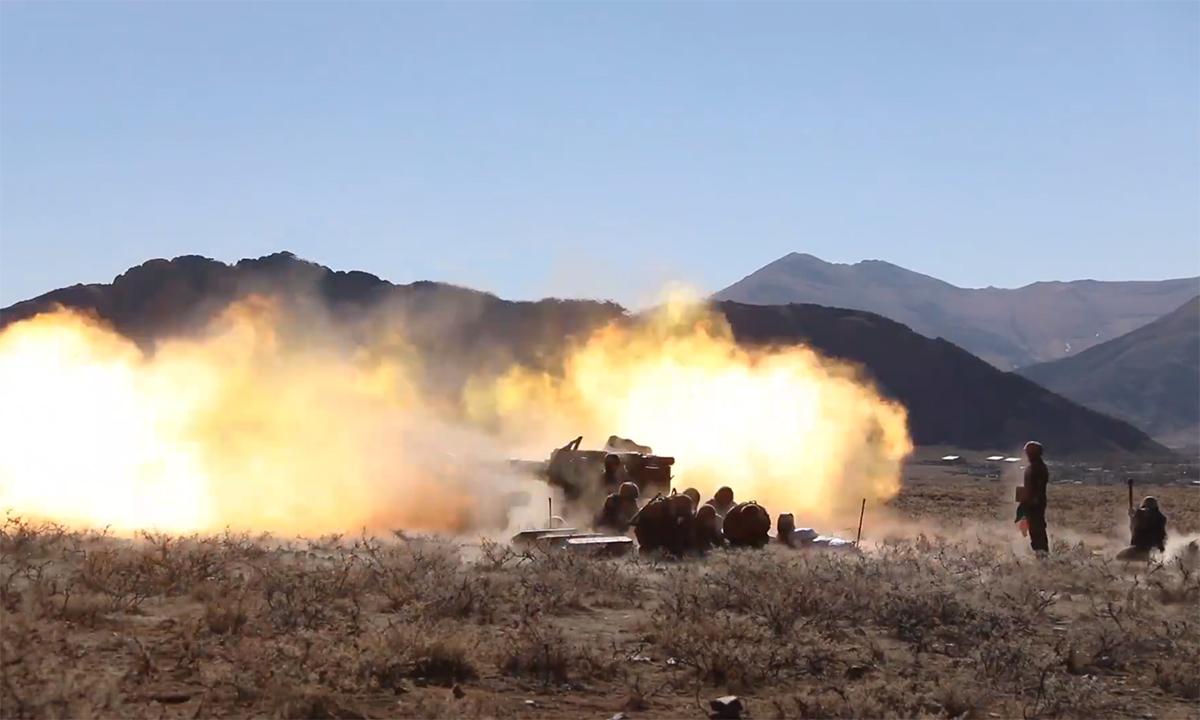 Lính Trung Quốc tập leo núi, bắn pháo trên núi gần 4.000 m