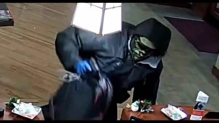 Kẻ cướp không bị bắt sau 16 lần gây án