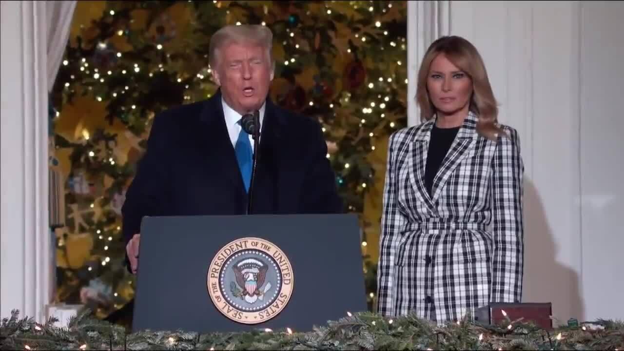 Trump - Melania thắp sáng cây thông Giáng sinh quốc gia