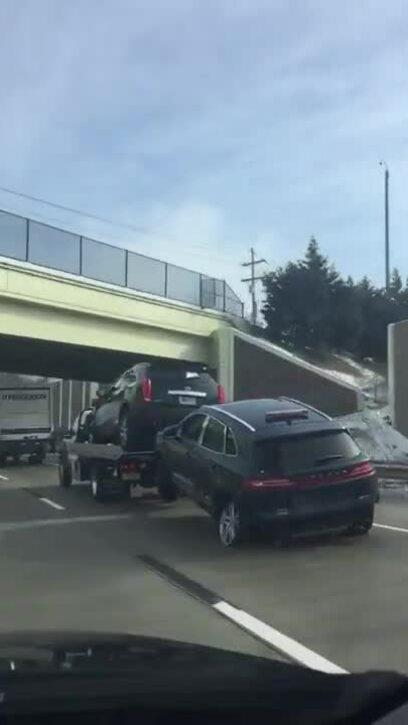 Xe cứu hộ kéo xe tai nạn trơ vành