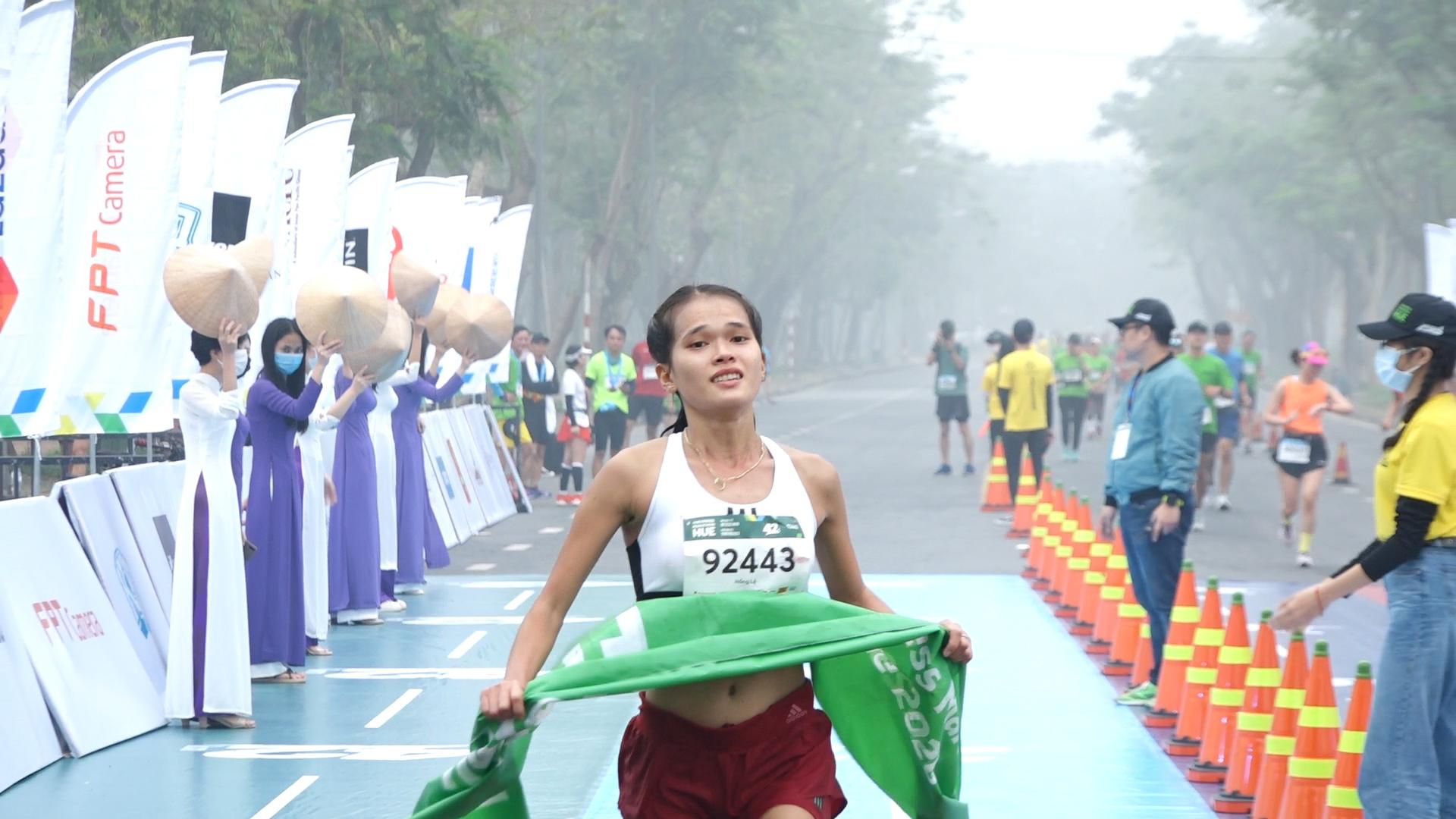 Hong Le female champion 42km
