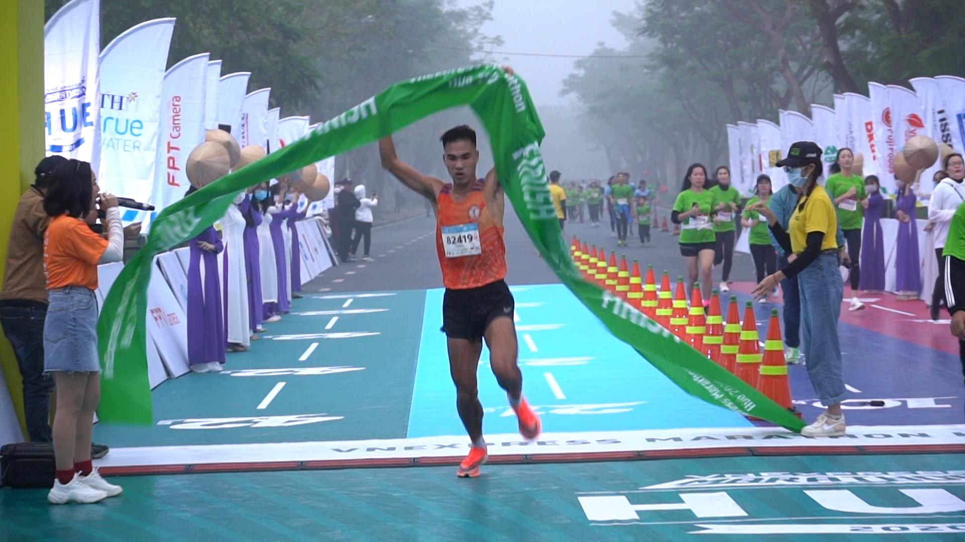Le Trung Duc male champion 21km