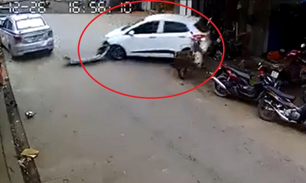 Nữ tài xế đạp nhầm chân ga, tông hàng loạt xe máy