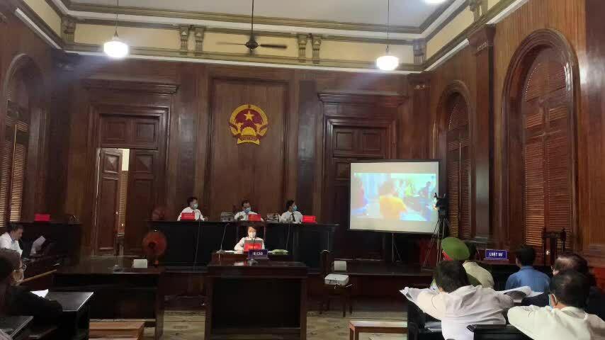 xét xử cựu phó chánh án quận 4