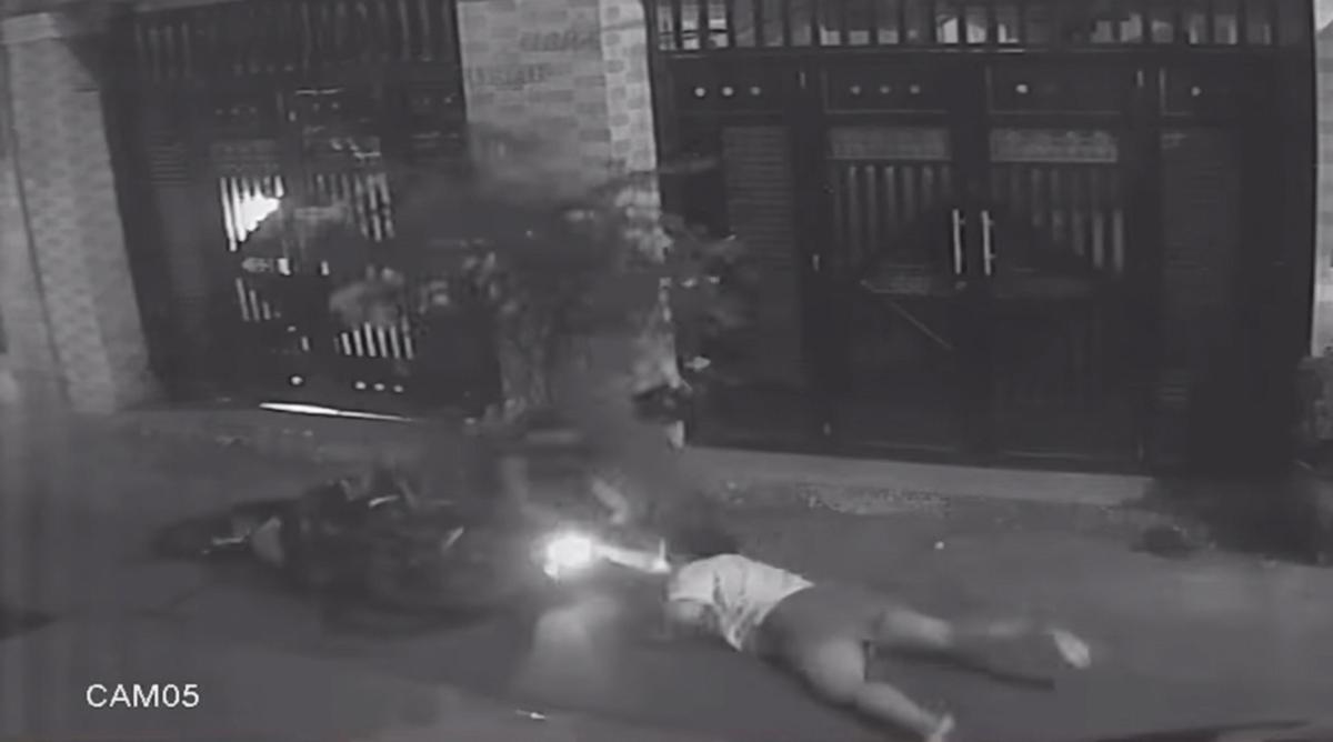 Cô gái bị trộm kéo lê