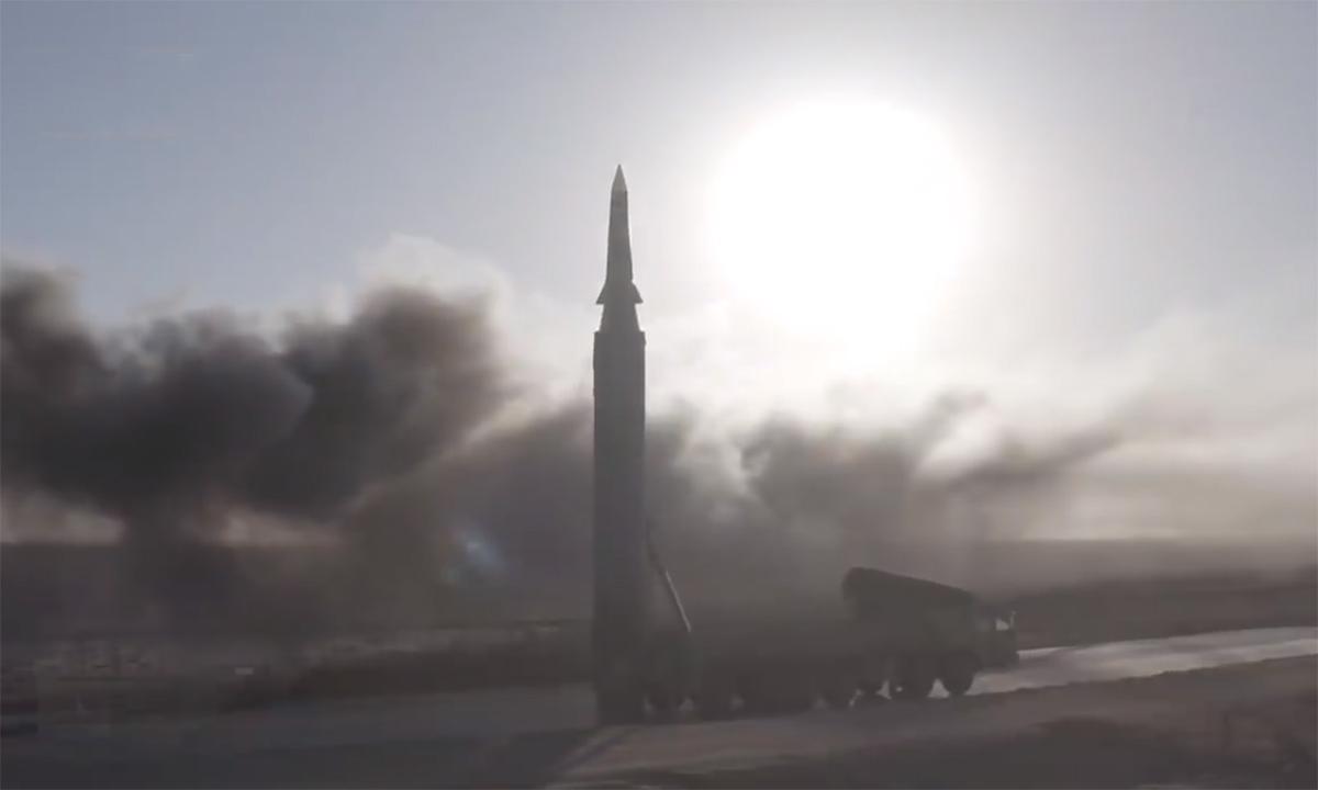 Lính Trung Quốc diễn tập với tên lửa siêu vượt âm
