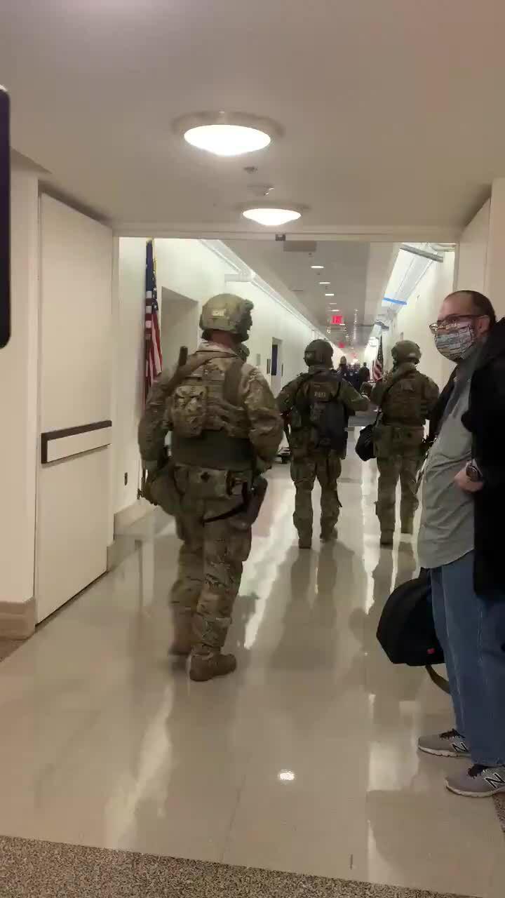 Thất bại của cảnh sát Mỹ khi bảo vệ tòa nhà quốc hội