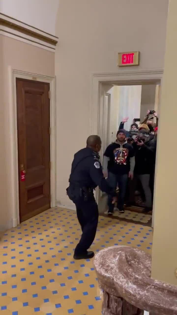 Thất bại của cảnh sát quốc hội Mỹ trước người ủng hộ Trump