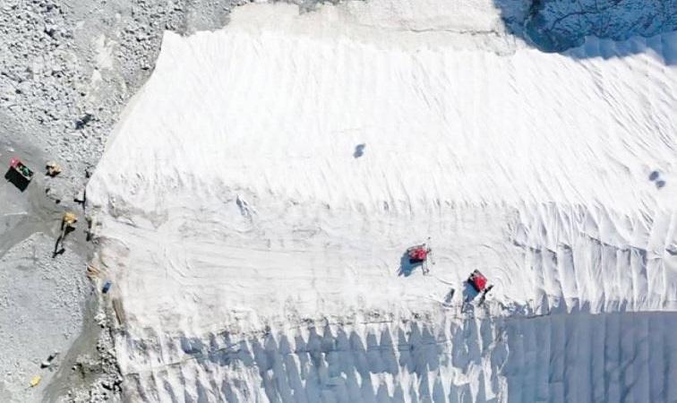 Sông băng chậm tan chảy nhờ phủ chăn
