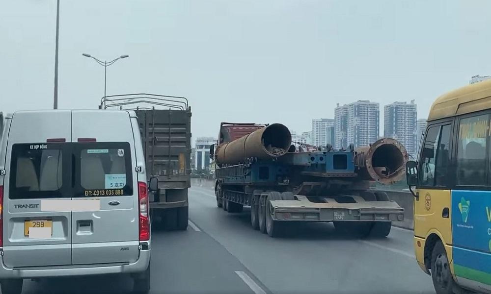Tái diễn cảnh xe tải và container dàn hàng ngang khiến Vành đai 3 ùn dài