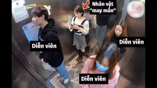 Cô gái bị người lạ troll trong thang máy