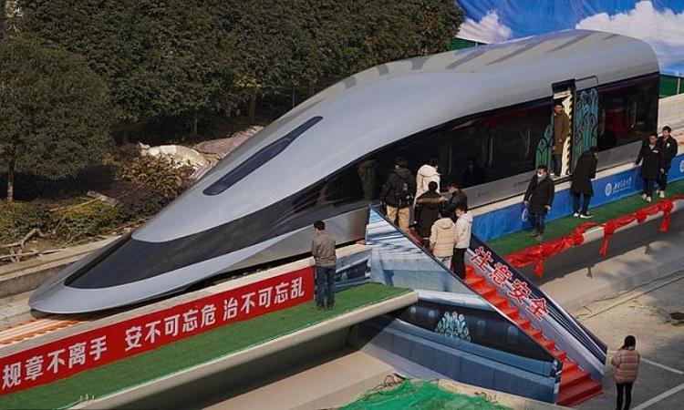 Trung Quốc ra mắt tàu siêu tốc 620 km/h