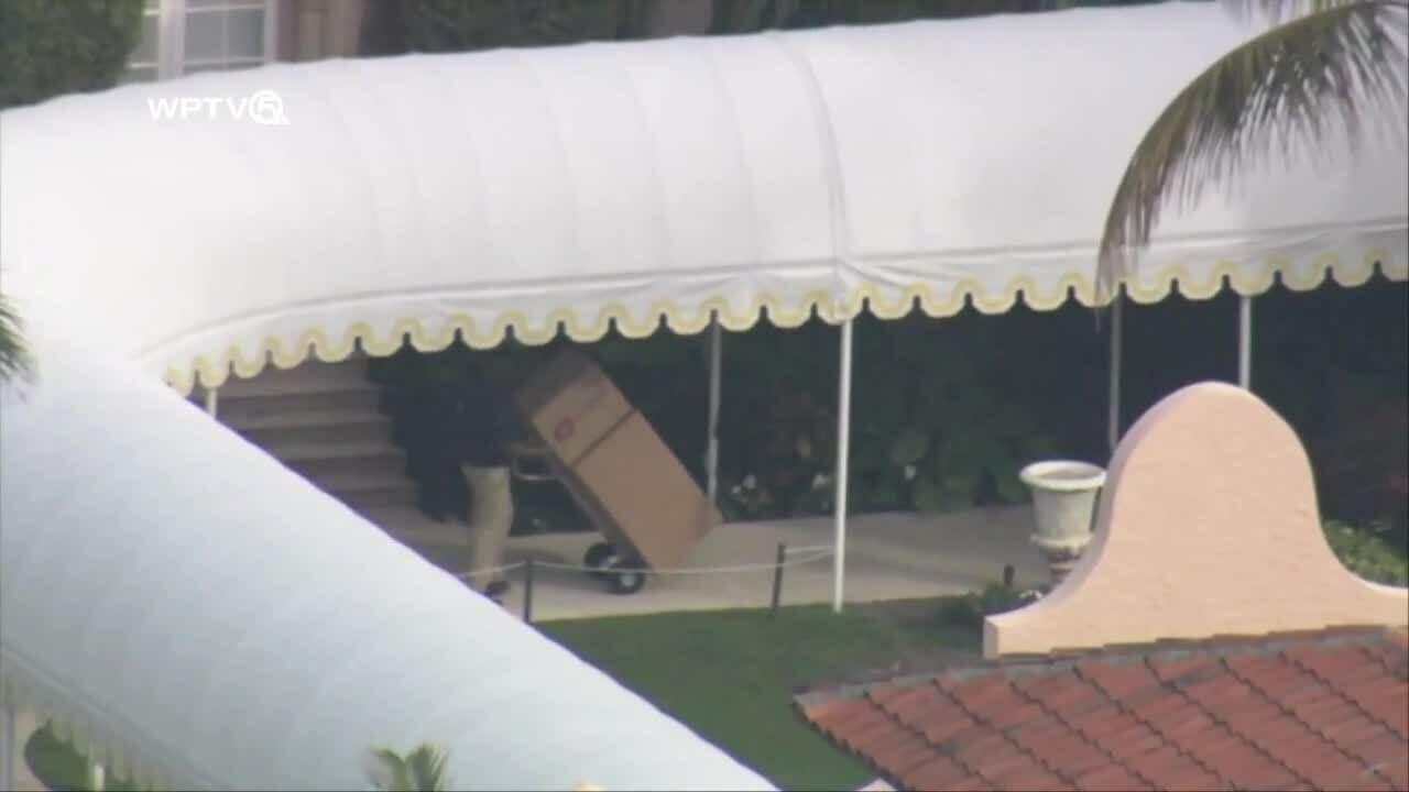 Xe chuyển hàng rục rịch kéo về dinh thự Florida khi Trump sắp rời Nhà Trắng