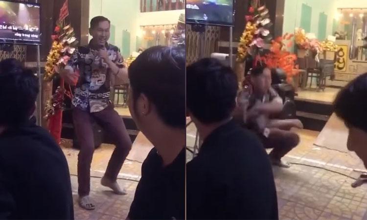 Anh chàng hát Alibaba khiến quan khách phấn khích