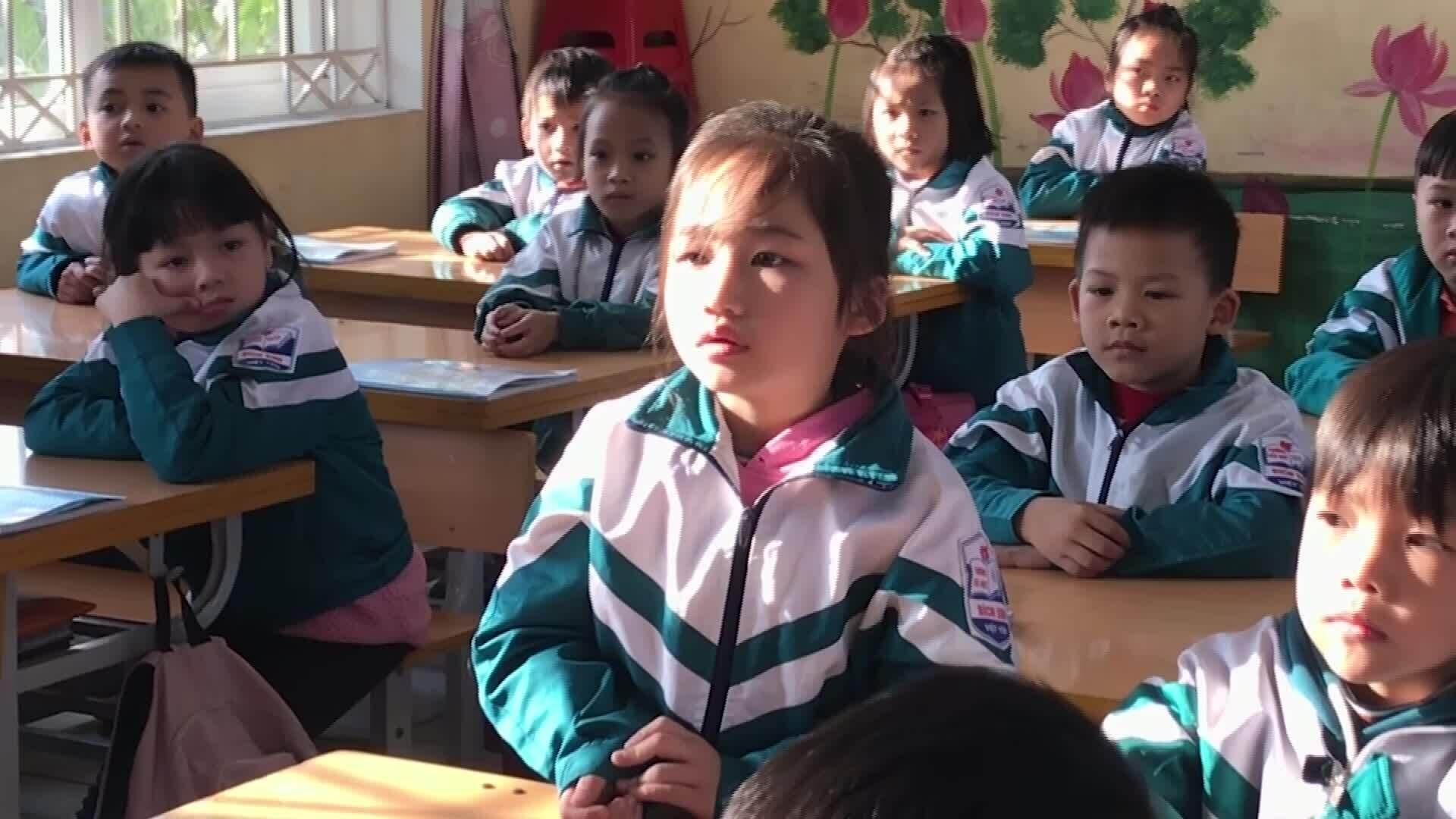 Học sinh lớp 1 học tiếng Việt