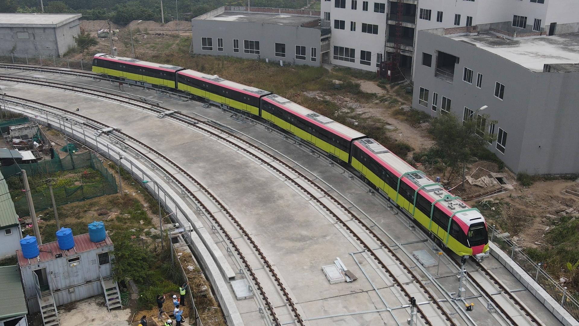 Tàu Nhổn-ga Hà Nội chạy thử đường ray