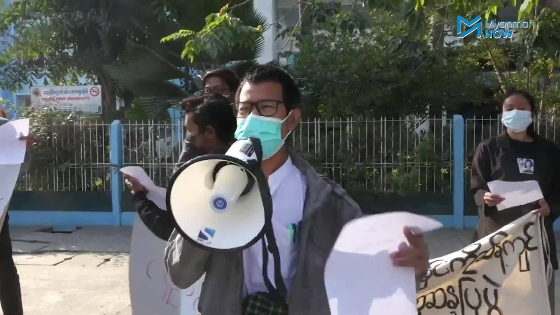 Dân Myanmar lần đầu xuống đường biểu tình phản đối đảo chính