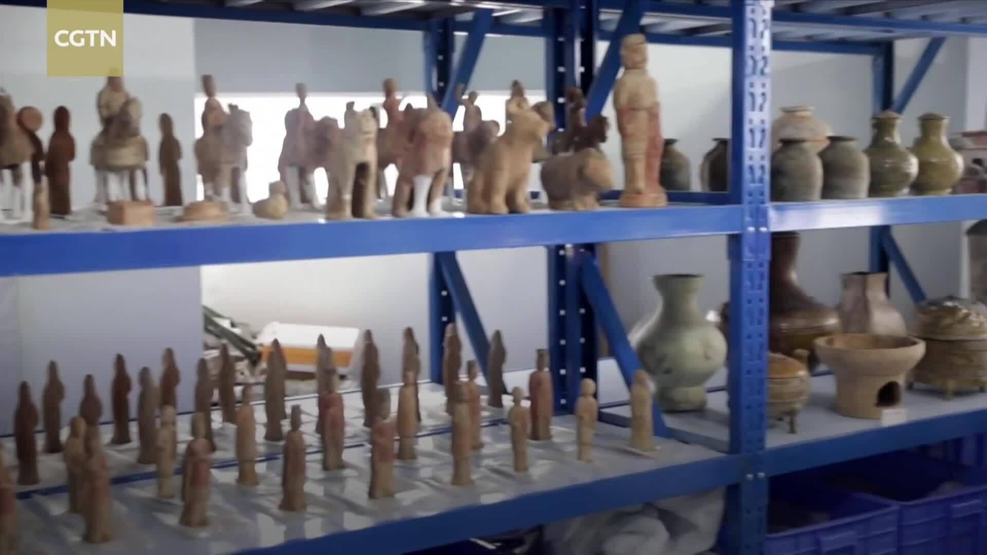 Khai quật hàng nghìn mộ cổ ở công trường sân bay