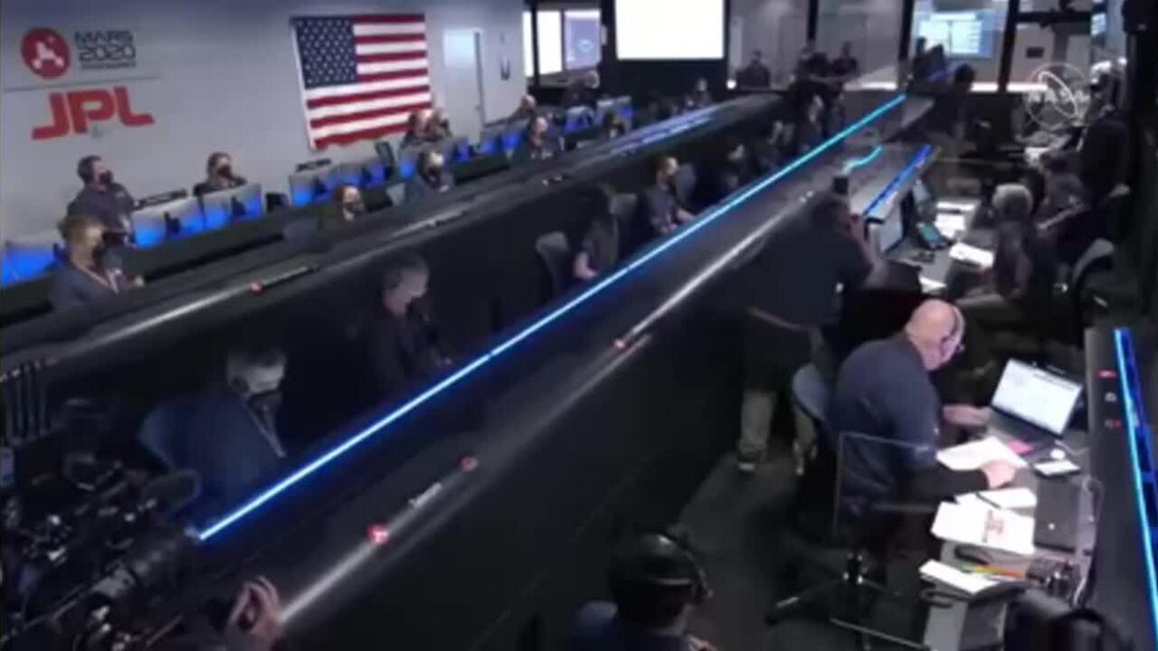 Robot NASA hạ cánh thành công xuống sao Hỏa