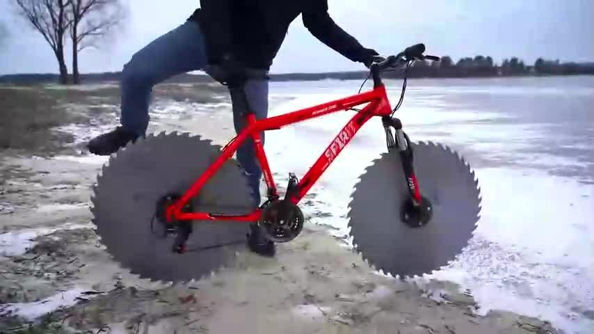 Xe đạp chạy trên băng