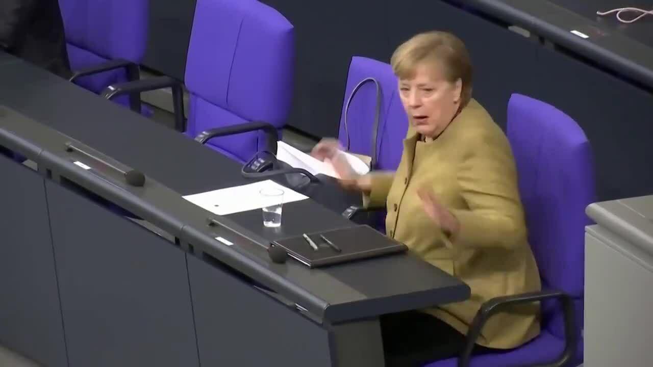 Thủ tướng Đức hốt hoảng vì quên khẩu trang