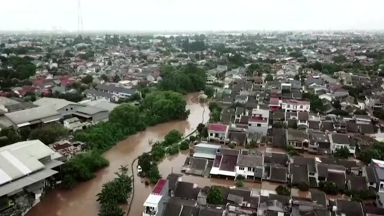 Lũ lụt nghiêm trọng ở Jakarta, 5 người chết